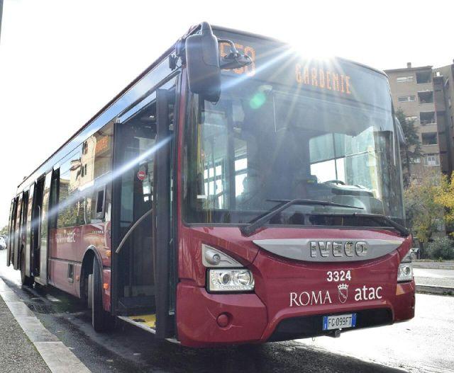 """Nuovi progetti di trasporto pubblico a Roma """"A partire dal 12 dicembre il bus 51 diventerà una linea express"""" perché questa notizia è così importante? Perché è uno dei primi tasselli del progetto della Giunta che ha come obiettivo finale di da"""