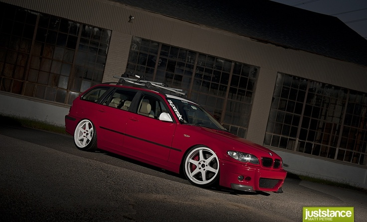 "e46 325iT  The ""T"" stands for Touring, aka Estate, aka SWAGGON,"