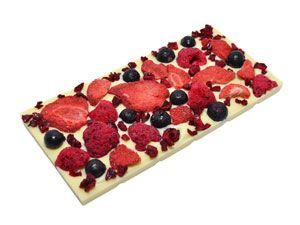 """Белый бельгийский шоколад (Belcolade, Blanc Selection"""", 28% какао) с вкусными и полезными сублимированными ягодками (малинкой, клубничкой, черной смородиной и вишней). Насладитесь вкусом лета! http://www.aimant.ua/chocolate/product/white_choco_with_strawberry_blackcurrant_raspberry_cherry"""
