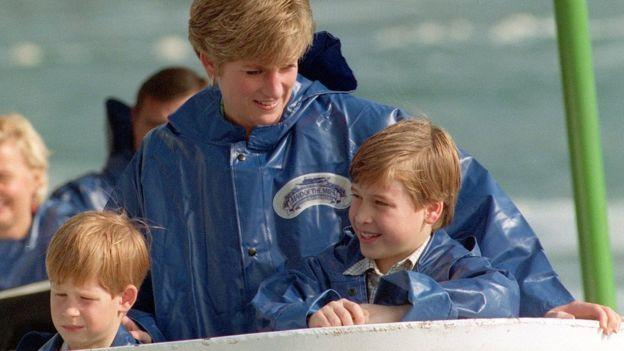 Príncipe Harry, princesa Diana e príncipe William em 1991
