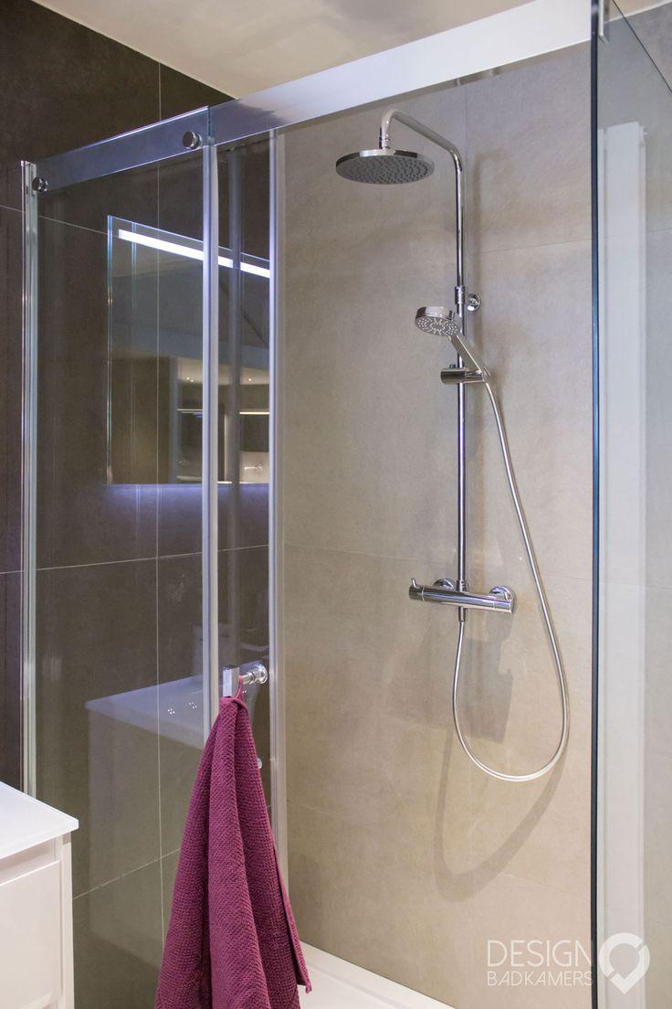 17 beste idee n over spiegel tegels op pinterest wet bars kelder kitchenette en bar kelder - Zorgen voor een grote spiegel aan de wand ...