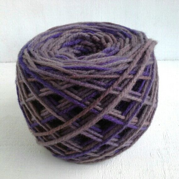 hand dyed yarn violet worsted yarn wool yarn 100g by KoloroStudio