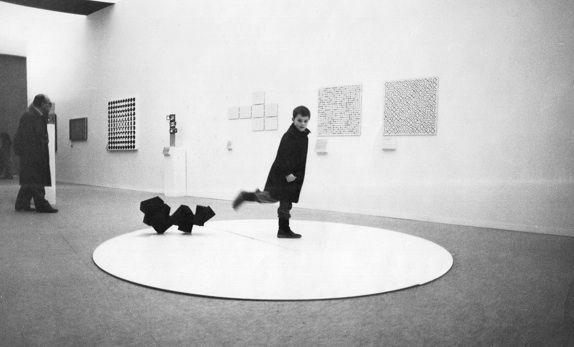 Scultura da prendere a calci, Gabriele De Vecchi, 1960