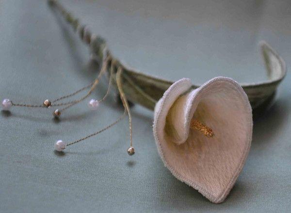 Cala Lily Brooch – The Bluebird Embroidery Company