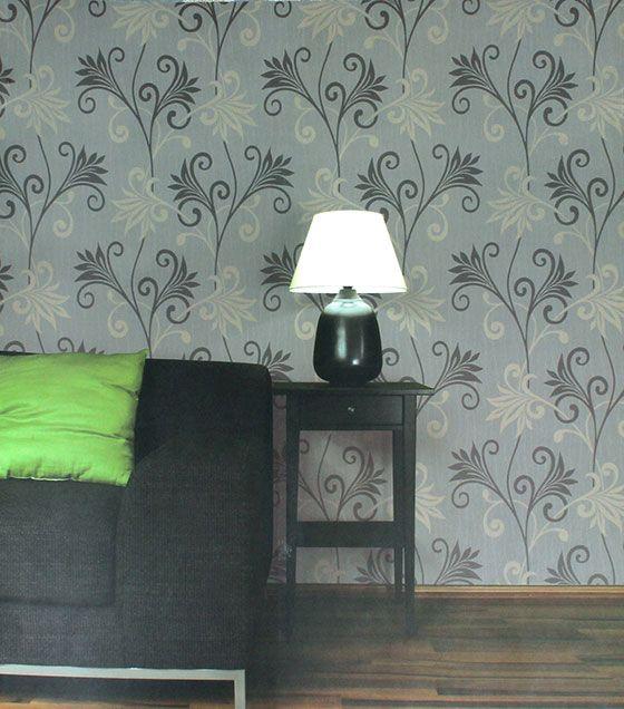 O papel de parede vinílico tem estampa moderna e delicada, podendo ser usada em diversos ambientes, sejam eles comuns, ou quartos. Com cores leves, em tons de cinza e prata, o papel combina com móveis modernos e escuros.