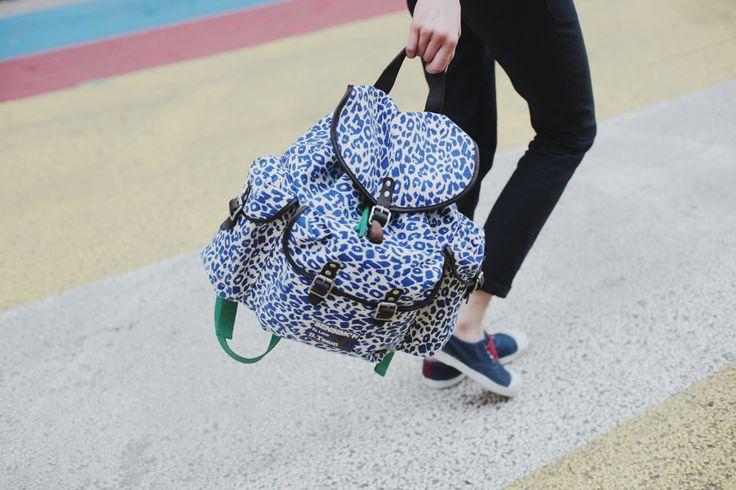 Sac : http://eshop.bensimon.com/fr/produits/2388-camo-line-animal-backpack  Tennis : http://eshop.bensimon.com/fr/produits/2730-tennis-inner-panther-bleu