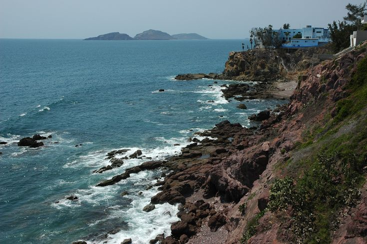 https://flic.kr/p/6nLVgj | Housing on the bluffs, high above overlooking the blue Pacific Ocean, islands in the distance, rocky craggy shoreline, waves, South Mazatlan, Sinaloa, Mexico