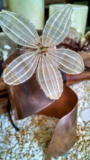 Esclava en cobre y flor de crin de Rari