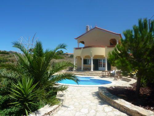 Portugal: Ferienhaus mit Blick auf den Atlantik, 200 m² Wohnfläche, 3 Schlazimmer, 3 Bäder, Swimmingpool, offener Kamin, Garage ...