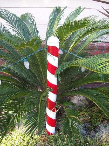 Christmas Candy Cane PostChristmas Crafts, Christmas Candy, Gingerbread House, Candy Canes, Christmas Candies, Candies Canes, Christmas Decor, Canes Post, Diy Christmas