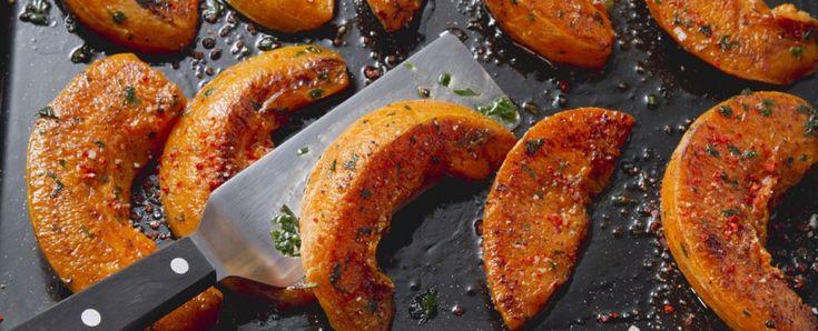 Zucca al forno, sale e olio, aceto, aglio e rosmarino
