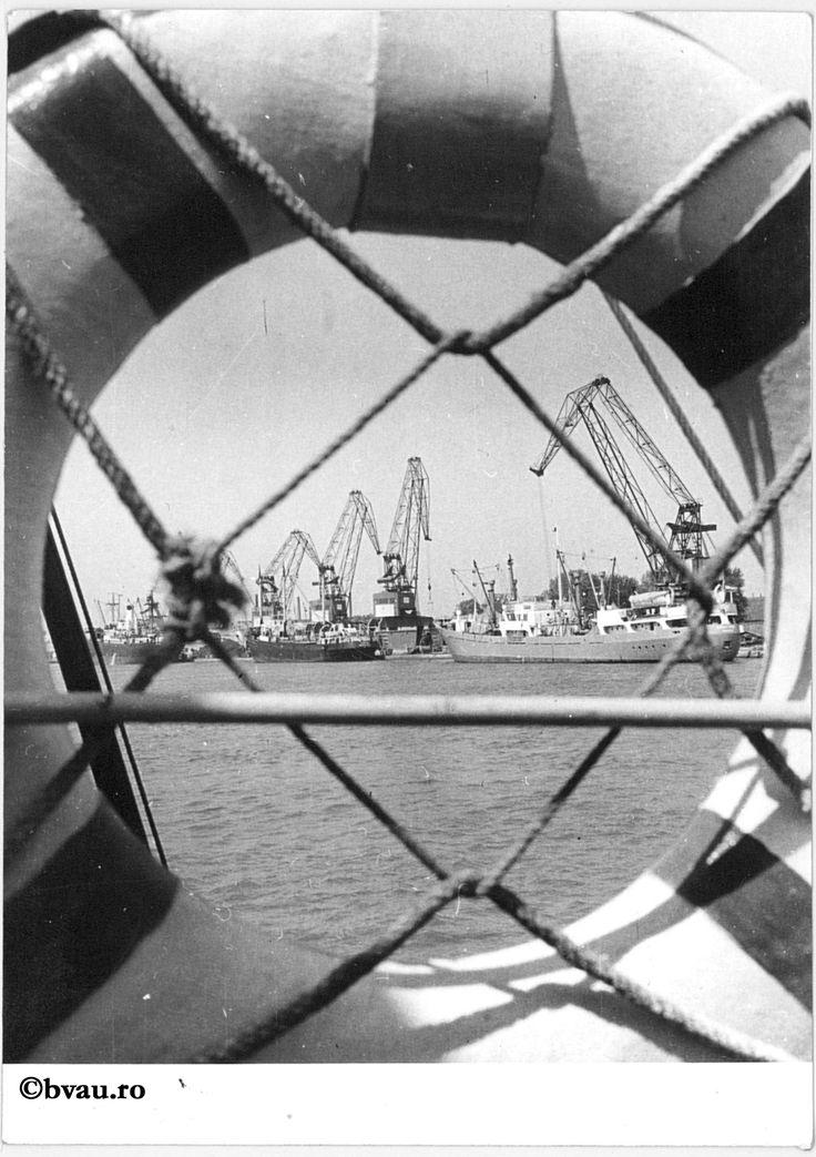 """Portul Galați, 1969, Galați, România. Imagine din colecțiile Bibliotecii """"V.A. Urechia"""" Galați."""