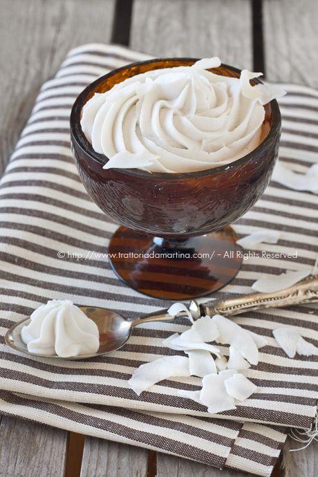 Panna montata vegan, di latte di cocco - Trattoria da Martina - cucina tradizionale, regionale ed etnica