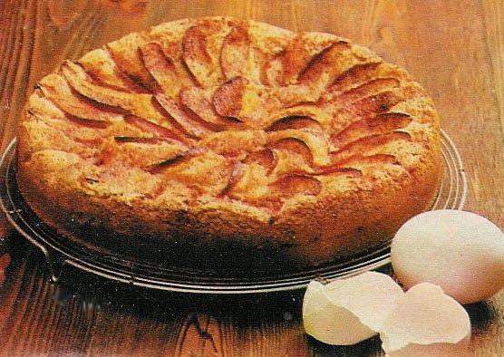 En hurtig billig kage, der kan spises lun som dessertkage med flødeskum eller creme fraiche, men den er også god kold, f.eks. til kaffe. Du ...