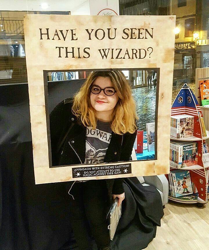 This nice time at the Harry Potter book's night.  Je vous montre les quelques photos que j'ai prise pendant la soirée Harry Potter où j'étais hier soir. C'était une première fois pour mois et apparemment cette librairie en organise une chaque année. C'était vraiment super cool alors je pense que j'y retournerai l'an prochain.  #HP #outfit #ootd #harrypotter #booknight #20ans #passion #Potterhead #library #party #smile #nicetime #decoration #books