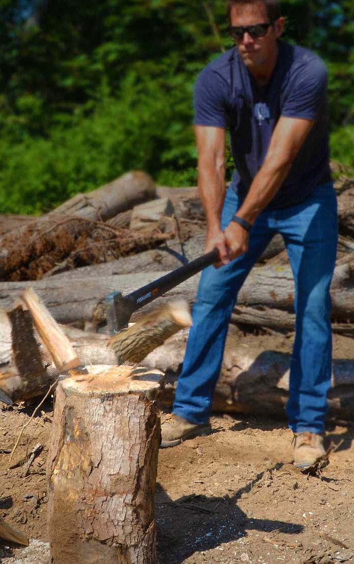 On the hunt for a gift for an amateur lumberjack? They may even hug you when you surprise them with this. The X27 Super Splitting Axe slices through logs like butter thanks to perfect weight distribution, advanced blade geometry, an ultra-sharp edge and virtually unbreakable design to maximize performance.