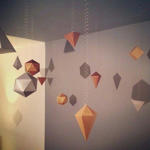geometrische k rper als deckendeko. Black Bedroom Furniture Sets. Home Design Ideas
