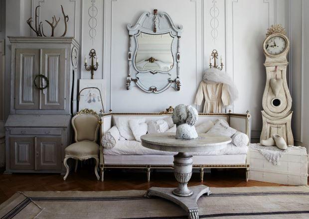 Бледно-розовый цвет, потертая мебель и девчачьи аксессуары в большом количестве – три признака удивительного и крайне популярного сегодня шебби-шика. Эта разновидность ретро-направления в дизайне появилась совсем недавно, но покорила своей необычностью многих. Романтичный и временами приторно-сладкий стиль подойдет не для каждого помещения. О правилах и канонах «потертой романтики» читайте в свежем материале рубрики. Название этого модного стиля переводят как «потертый шик». Несмотря на…