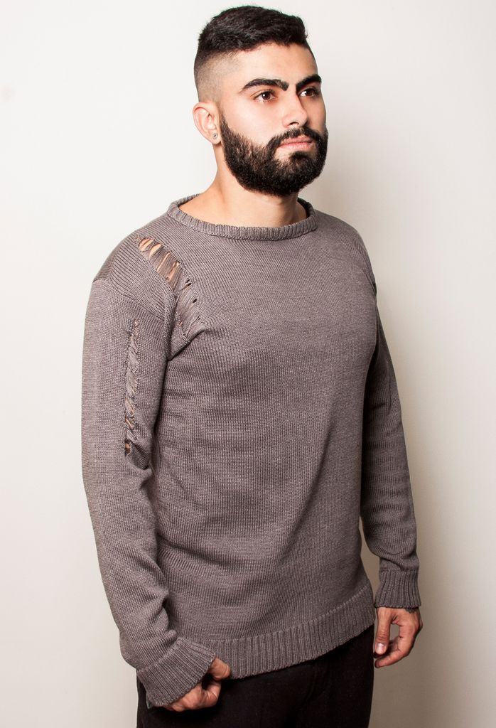 Buso Tejido / Knitted Gris Claro by beFREEclothing. #knittedgoods #knittedsweater #busotejido #menswear #vestuariomasculino