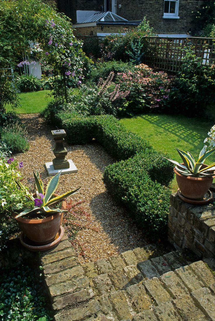 This is a long, narrow garden I designed in Battersea many years ago. Photography by Harpur Garden Images www.judithsharpegardens.co.uk
