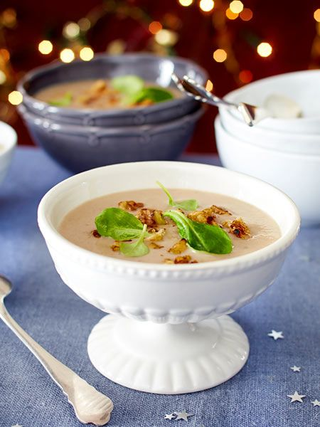 Wer die Esskastanien schon am Nachmittag weicht kocht, kann sich abends entspannt seinen Gästen widmen.