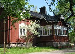 Talomuseo Glimson vanha espoolainen maatila Karvasmäen kylässä Bembölessä. Museoalueenmuodostavat 11 alkuperäisillä paikoillaan olevaa rakennusta, joista vanhimmatovat peräisin 1700-luvulta. Glims on toiminut maatilana ainakin 1500-luvulta 1900-luvun alkuun saakka. Alue muutettiin museok
