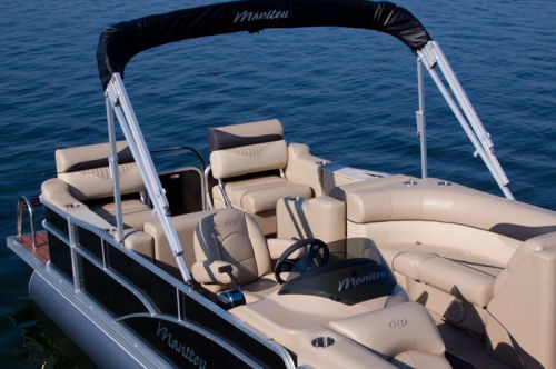 Note the standard plush helm seat which is a recliner. The aluminum Bimini top is standard on the Manitou 23 Oasis SR.