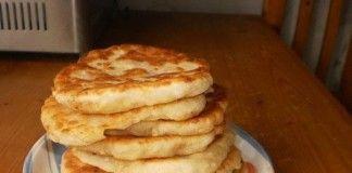 Domácí langoše plněné sýrem na kterých si pochutná každý! Hotové jsou za 10 minut!