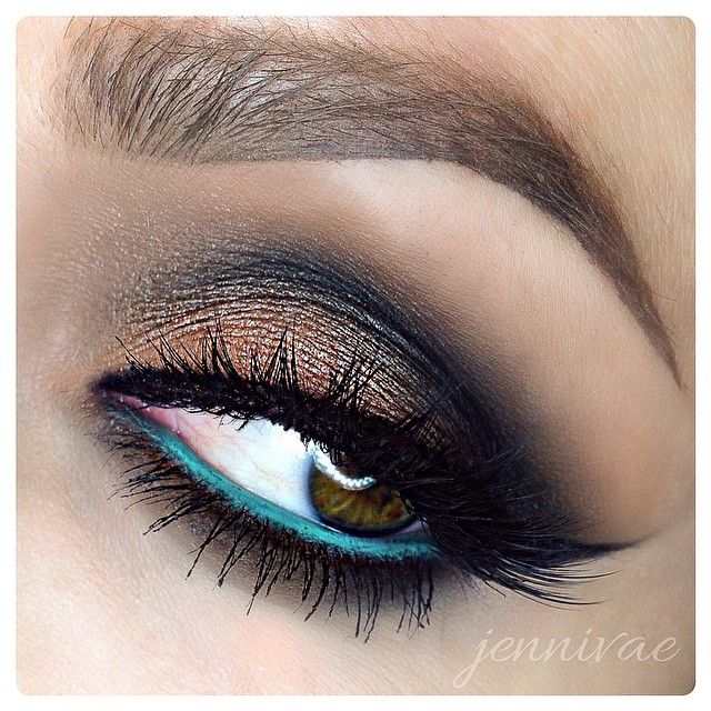 Neutral eyeshadow with a pop of color