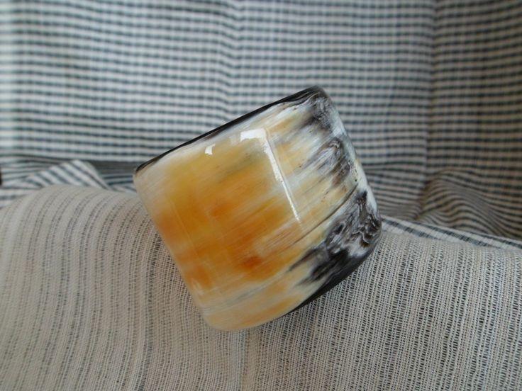 Horn Made Bracelet made in Cambodia, http://easy-online.it/it/categoria-prodotto/bracciali/