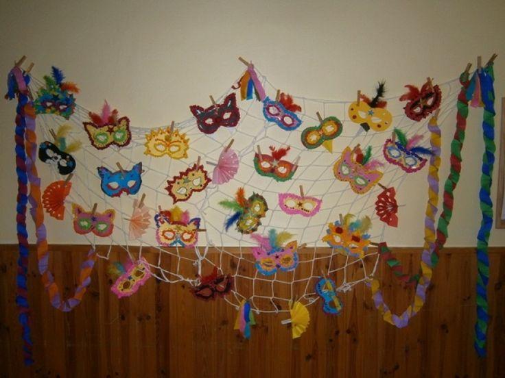 Karnevalové masky - mačkaný krepový papír.
