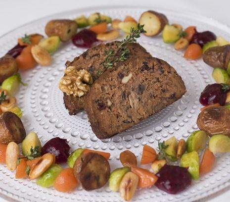 Gehaktbrood | Mooi pronkstuk tijdens het kerstdiner, dit gehaktbrood met 'gehackt' van de vegetarische slager.  #kerst #kerstdiner #vegetarisch