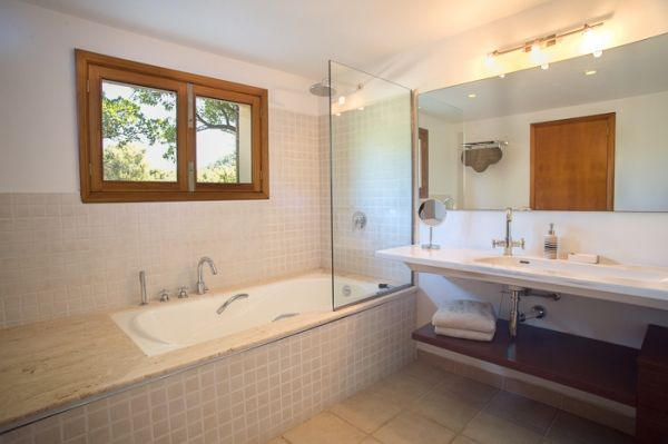 country house-bell lloc-bathroom