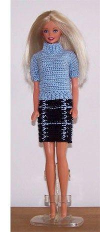 Een rok met bijpassende trui voor allerlei gelegenheden. Een tof setje voor Barbie.