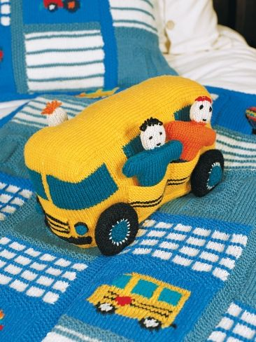 School Bus - Free Knitting Pattern - PDF  Misschien later de gele stylen van de ramen er overheen mazen?