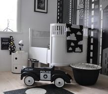 sparkbil,barnrum,svart,vitt,svartvitt