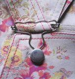 detail salopet ' Baronesse Rose ' , verkrijgbaar bij www.gretties.clickshop.be