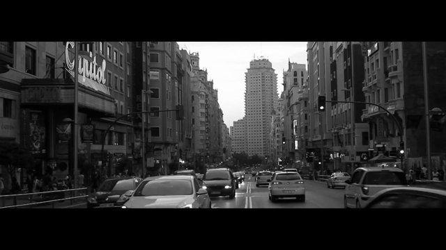 En La Próxima Parada (At The Next Stop) - Music, searching, love.