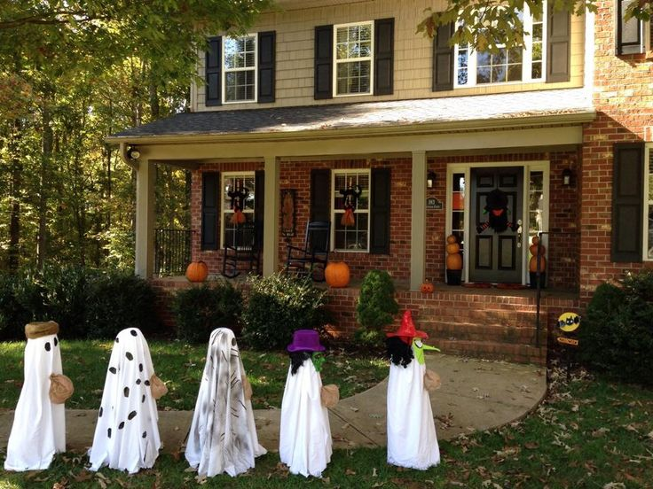 its the great pumpkin charlie brown halloween yard decor - How To Decorate For Halloween Outside