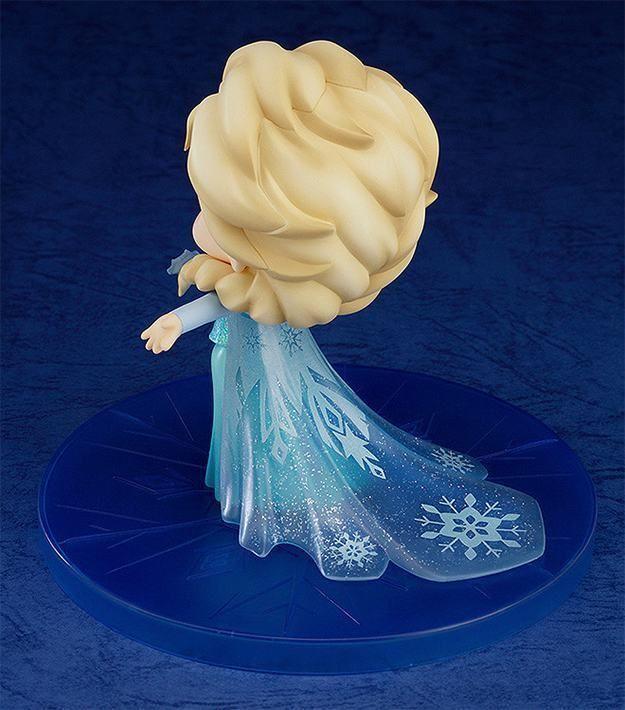 Absolutamente linda a nova boneca Nendoroid da Princesa Elsa, a primogênita da Família Real de Arendelle, em estilo japonês da Good Smile Company. A Nendoroid Elsa é feita de plástico, mede 10 cm de altura e vem com três expressões faciais diferentes, sorrindo, marota e cantando. A bonequinha tem vestido intrincado e vem ainda com…