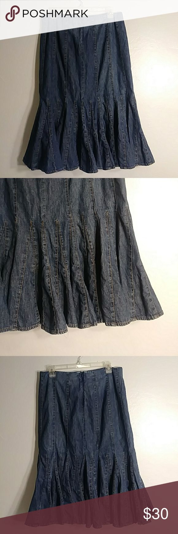 "Ralph lauren below the knee denim skirt sz: 8 Has cute bottom denim detail. 100% cotton denim. Has side  zipper. Would look super cute with boots. Sz: 8 Waist: 16"" Length: 28"" Has light wear. Ralph Lauren Skirts Midi"