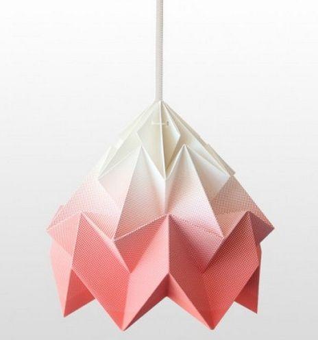 Studio Snowpuppe Moth lamp uit de nieuwe gradient collectie koraal/wit