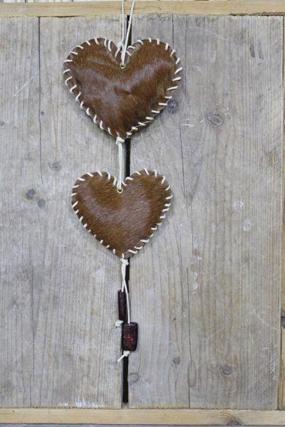 leuke deurhanger lees het blog om ze zelf te maken. http://www.2handjes.nl/diane-blogt/blog-hartjes-van-leer