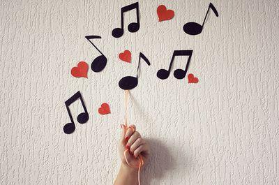 A música está em todos os momentos do nosso dia. Com historias sendo contadas, contando a nossa história. Trazendo sensações, emoções distintas para cada ser que tirou um pedacinho do seu tempo para dedicar a uma letra, uma voz, ao carinho que o compositor entregou... Termine de ler em: pensamentoslibertos.com.br