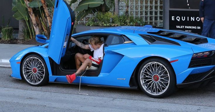 "American artist Justin Bieber touched base in style as he stopped by at the Equinox exercise center in Los Angeles on Tuesday.  The 23-year-old Canadian star touched base in a blue Lamborghini Aventador while wearing a white Shirt and Daniel Patrick sweat shorts. Bieber additionally finished his casual outfit with a red Incomparable x NBA x Nike b-ball shooting sleeve and Kanye West's $9000 'Red October' Nike Air Yeezy.  The ""Red October"" Air Yeezy 2 was discharged in February 2014 as an…"
