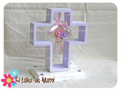Centro de mesa cruz de madera hueca con una cruz más pequeña en el centro decorada... El taller de Mami