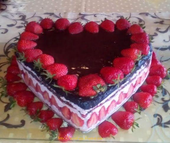 Tortafüggő Marisz: Epres csokoládés torta
