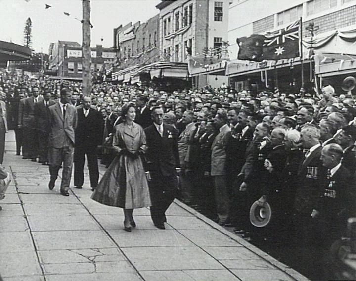 Queen Elizabeth during her visit to Wollongong, NSW in 1954. v@e