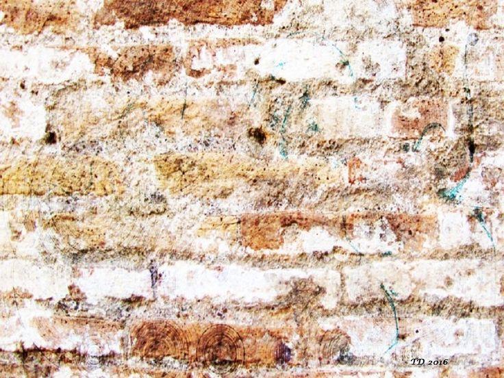 Faceless wall