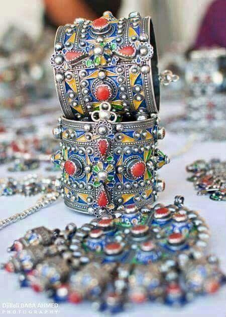 Les 42 meilleures images du tableau bijoux antillais sur for Decoration murale kabyle